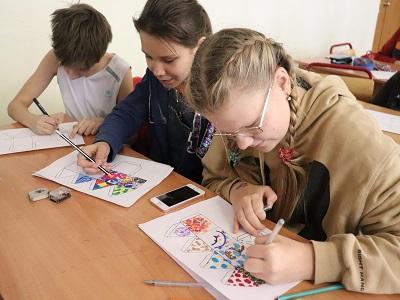 Designing dreidels at ORT Tekhiya, Center of Education #1311, in Moscow